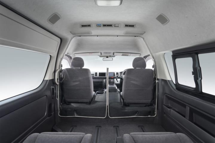 トヨタ、ハイエース向けに 「飛沫感染対策セパレータ」を開発