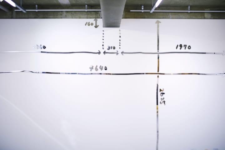 インフォメーションデザインに対する考え方を披露 木住野彰悟「寸法」展が開催