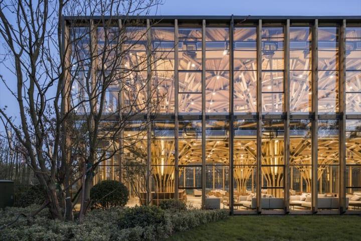 構造をユニット化して材料を再利用 建築スタジオ LUO studioが手がけた「Longfu Life Experience Center」