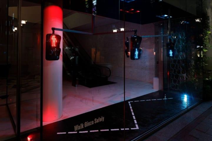 資生堂とデザインスタジオ LUCENTが共同で手がけた モーションライティング作品「Walk Ginza Safely」