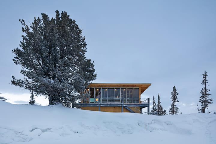 長坂常/スキーマ建築計画が米ユタ州自然公園内で 別荘「パウダーマウンテンのシャレー」を完成