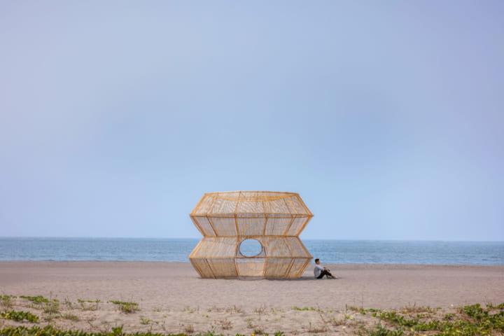 漁の網かごをモチーフにしたインスタレーション Cheng Tsung FENGの「Fish Trap House V Yuguang Island」