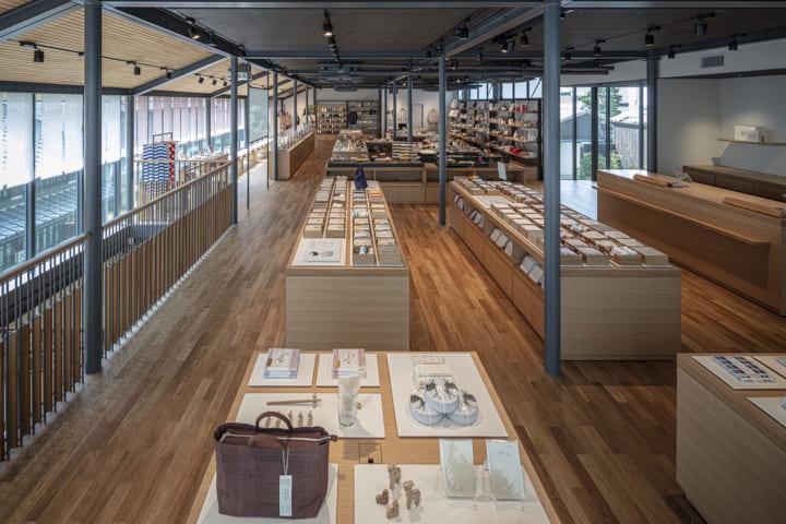 奈良市元林院町に内藤廣設計の 中川政七商店初の複合商業施設「鹿猿狐ビルヂング」がオープン