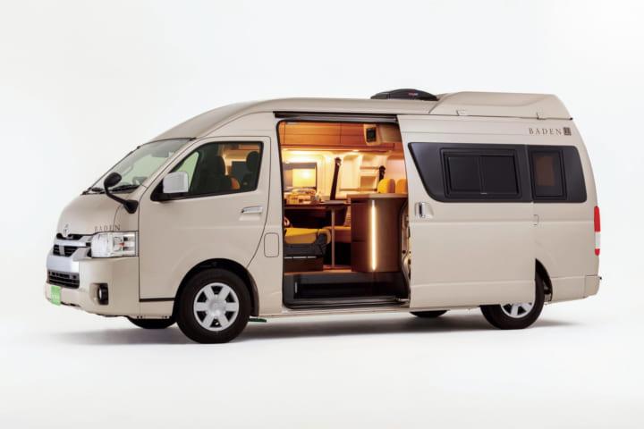 トイファクトリーとカリモク家具がコラボした キャンピングカーの新プレミアムモデルが公開