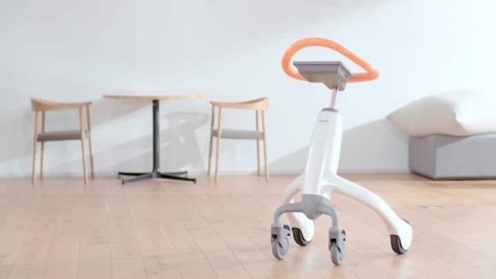 高齢者一人ひとりに最適なトレーニングを提供する 「歩行トレーニングロボット」と支援サービス
