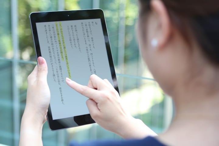 「音声合成」の読み間違いを減らす DNPのAI音声合成システム