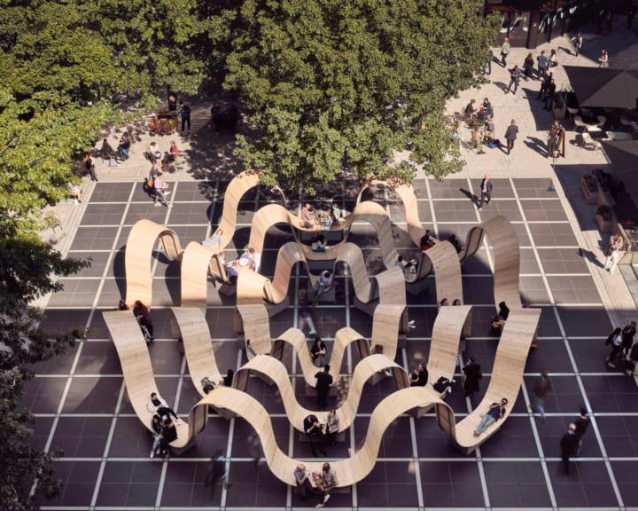 英デザイナーPaul Cocksedgeの都市のリズムに合わせた インスタレーション「Please Be Seated」