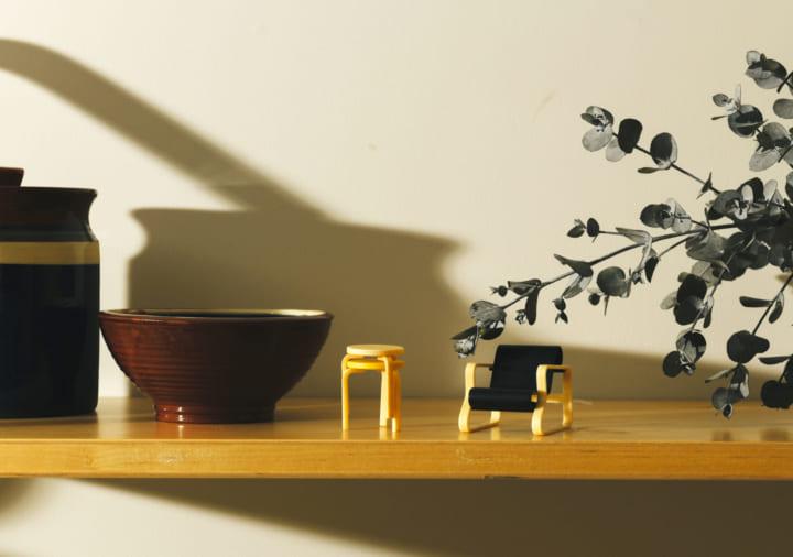 アルヴァ・アアルトのデザインがガチャに 「アルテック 北欧家具 ミニチュアコレクション」