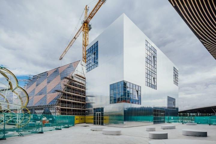 8組の建築スタジオが16の建物をつくる ロンドンの建築プロジェクト「Design District」