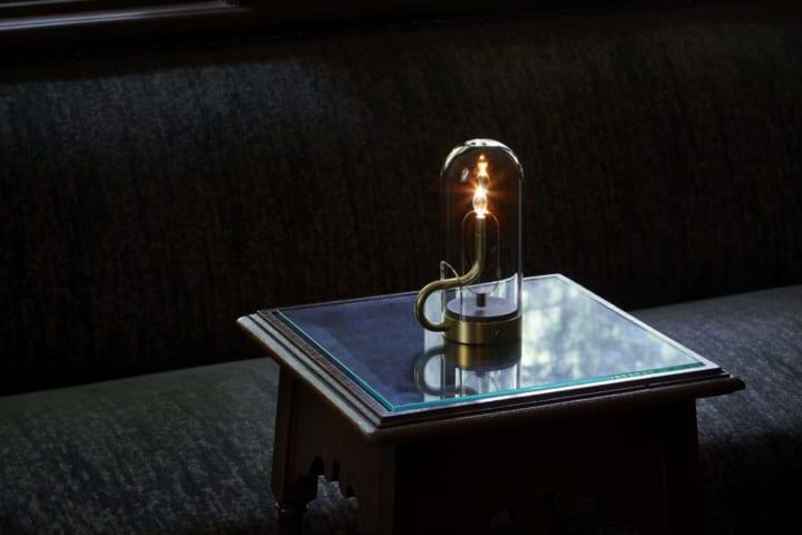 アンビエンテックに火のゆらぎから生まれた ポータブル照明「hymn」が登場