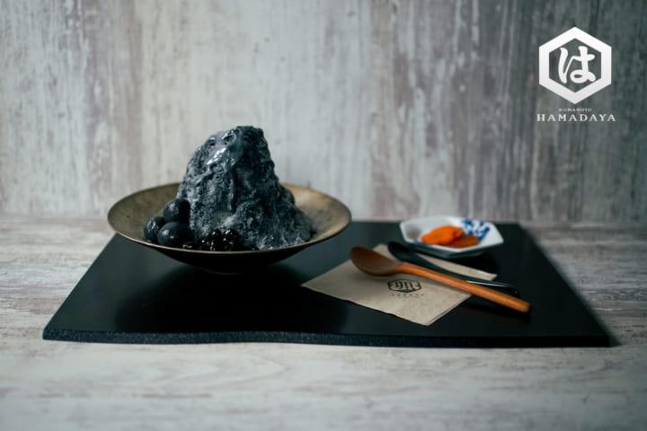 熊本の浜田醤油が手がける 真っ黒のかき氷「漆黒氷」