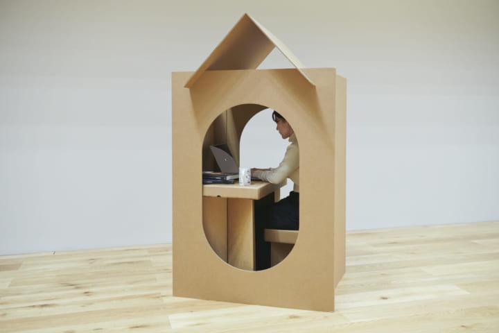 強度の高いダンボールで作られた 半個室「Home Office」と「Portable Work Space」