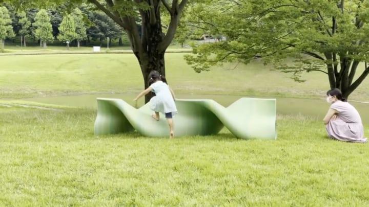 超大型ペレット式3Dプリンタ「茶室」を使い 高さ2.8mのベンチが製作された