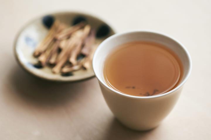 廃棄されるアスパラガスの茎を原料にした 「翠茎茶 -ROASTED ASPARAGUS TEA-」