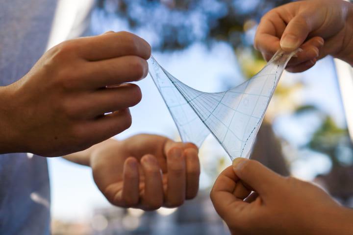 スタンフォード大学が新素材を開発 伸縮性や柔軟性をもつ皮膚のようなシート