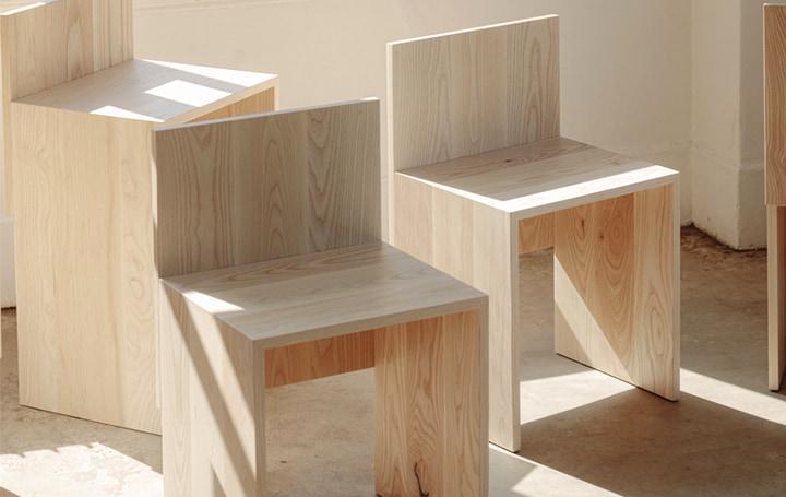 ミニマルな構造を追求した カナダのウッドチェアコレクション「Slab」
