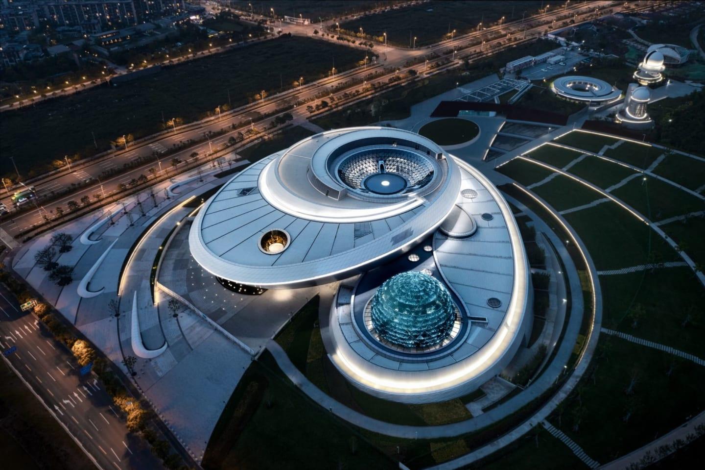 米Ennead Architectsが設計した 天体の運動を表現した「上海天文館」