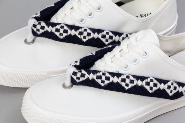 47都道府県の染織物でつくった鼻緒をとりつけた 京都芸術大学発のスニーカー「HANAO SHOES JAPAN」