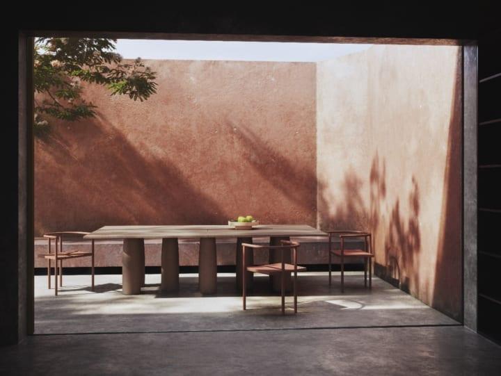 マリオ・ベリーニがデザインした テーブル「Il Colonnato」の復刻版がリリース