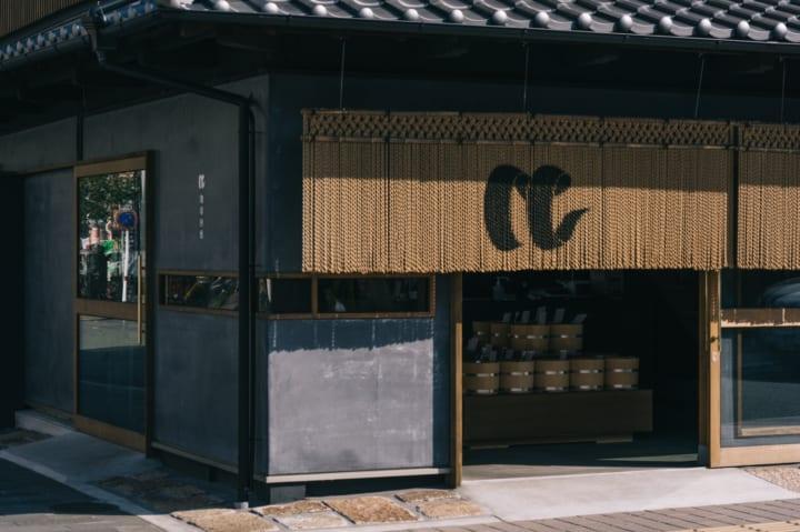 熊本・珈琲回廊がプロデュース 阿蘇のロースタリー「草千里珈琲焙煎所」と和菓子ブランド「虎之助」