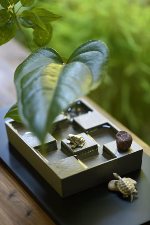 日本の伝統的な市松文様を取り入れた花器 京都・方丈庭園をモチーフにした「市松庭園」