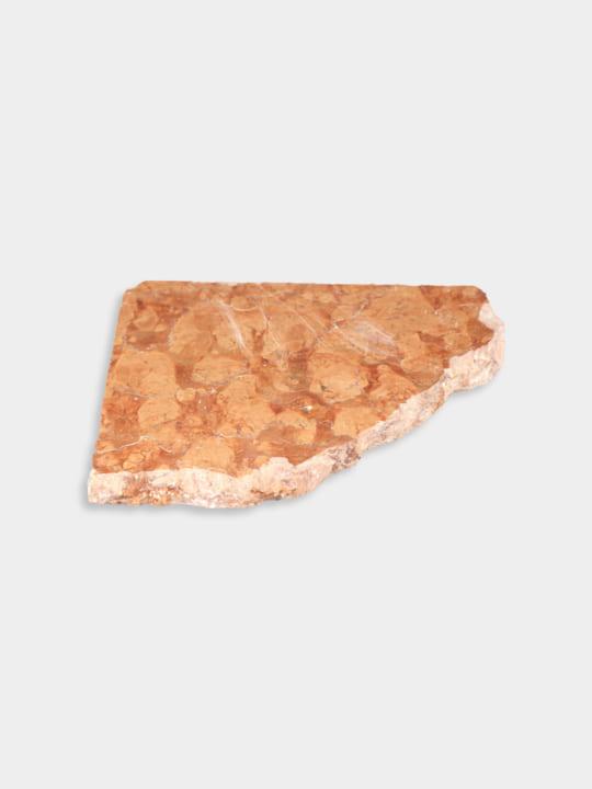 砕かれた天然石をインテリアとして再生 関ヶ原石材の「天然石 端材プレート」