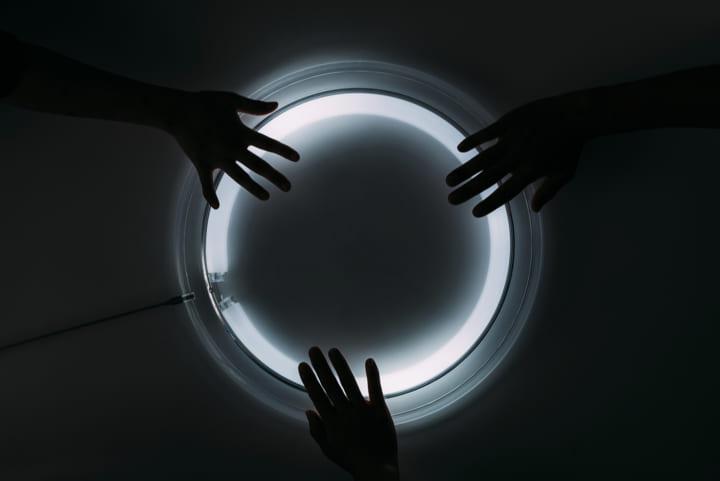 「光」を追究してアートワークを制作するデザインユニット、studio SHOKO NARITA