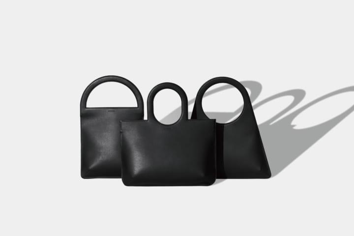 デザインスタジオ「KITSUCA」が手がける レザーハンドバッグ「Outline bags」