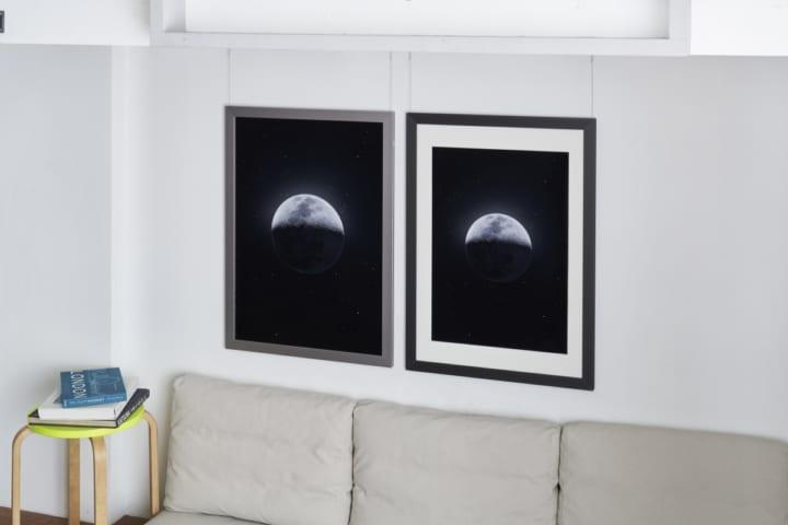 美術家と建築家がアルミフレーム「DUO」 の使い方を提示した「WIRE-FRAME」展