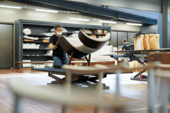 家具の技術や職人の技を披露する 家具ブランドリッツウェルの「椅子張り職人と手しごと展 2021」